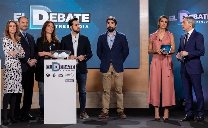 Sánchez ya envió a un ministro de su Gobierno para comprometerse a ir al debate de Atresmedia, que posteriormente rechazó y ahora vuelve a aceptar