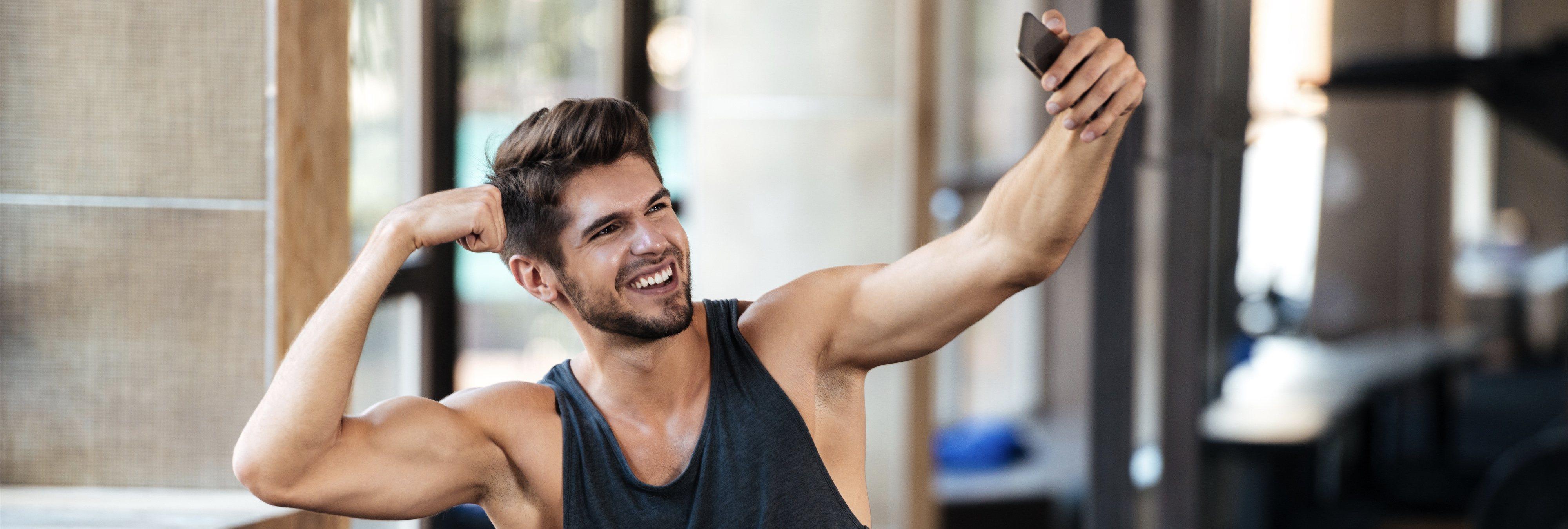 Las personas que suben 'selfies' en el gimnasio tienen problemas mentales, según un estudio