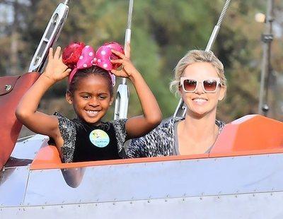 """Charlize Theron cuenta cómo su hija le confesó que es transgénero: """"¡No soy un niño!"""""""