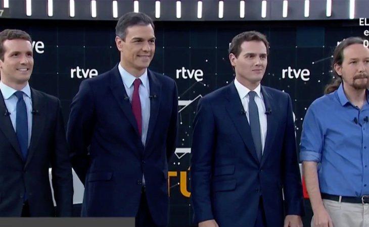 Foto de familia antes del comienzo del debate