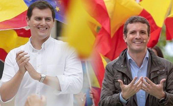 ¿Quién habrá llevado la bandera más grande? ¿Albert Rivera o Pablo Casado?