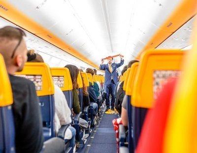Así son los asientos de los vuelos ultra low cost en los que tendrás que ir casi de pie