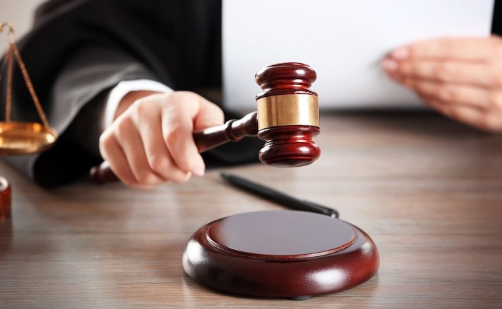 El juez absolvió al acusado porque la víctima no tenía