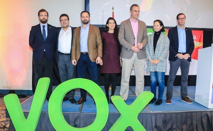 Santiago Abascal junto a los dirigentes de su partido