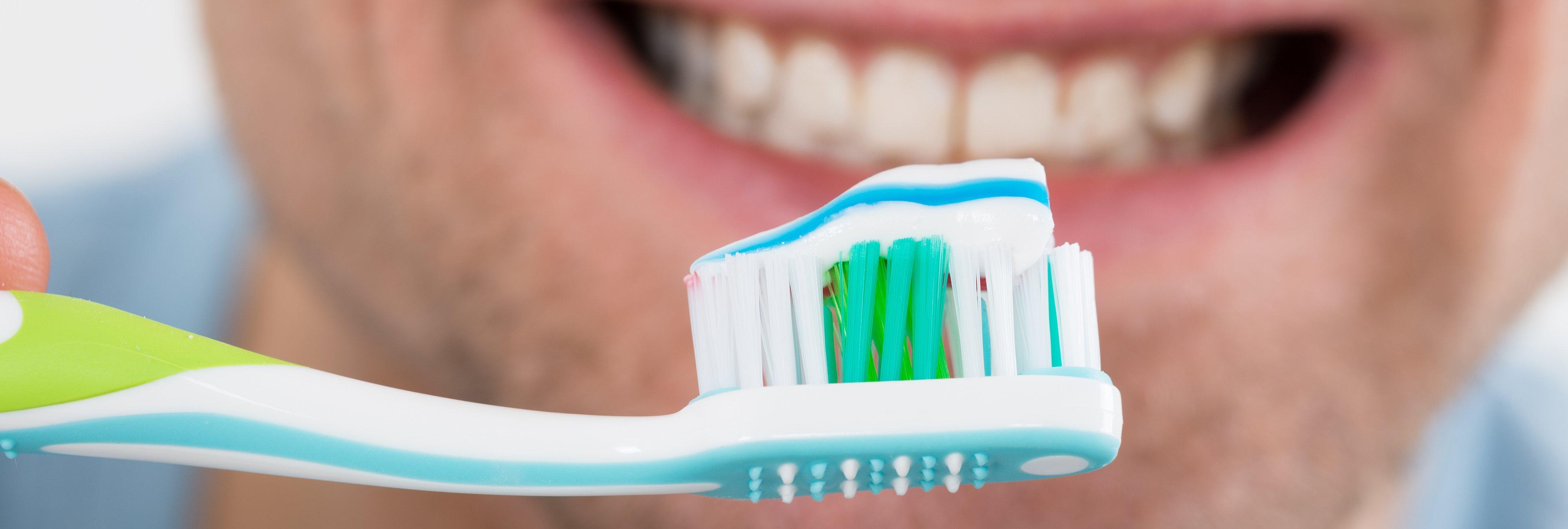 Lavarse los dientes con este reconocido producto puede ser peligroso, según la OCU