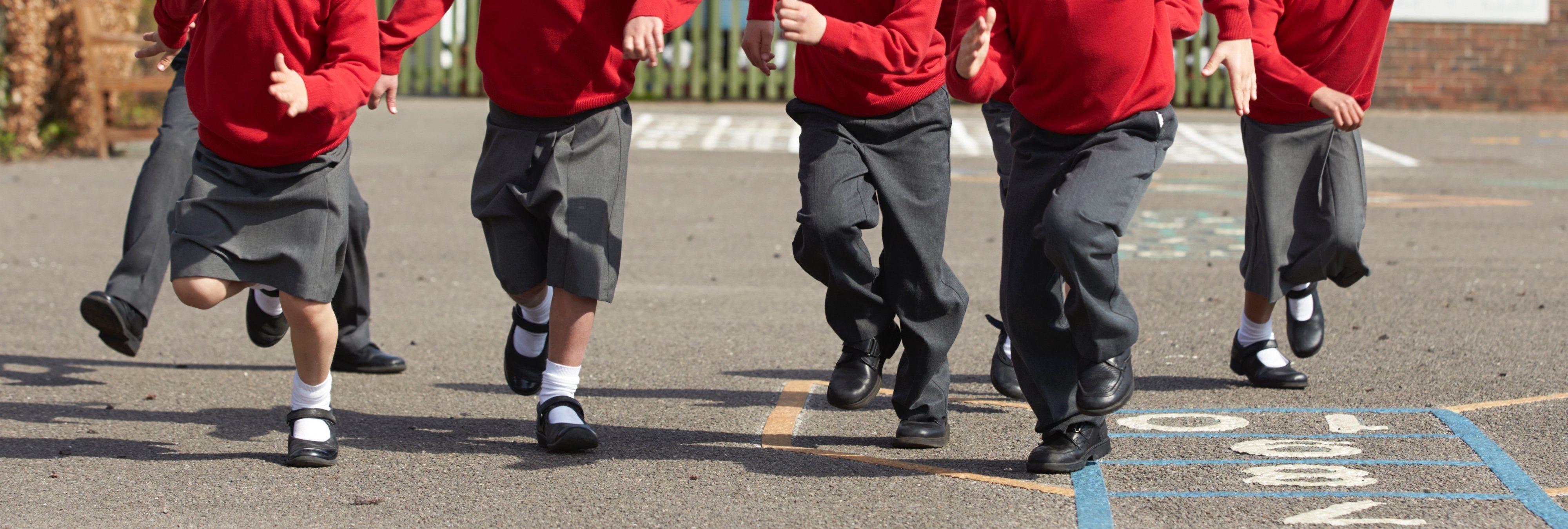 """""""Es maltrato, los niños deben ser felices"""": denuncian las duras condiciones en clase"""