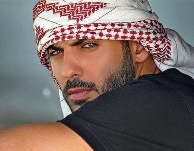 Las redes arden al comprobar cómo es el 'hombre más guapo del mundo' sin el turbante