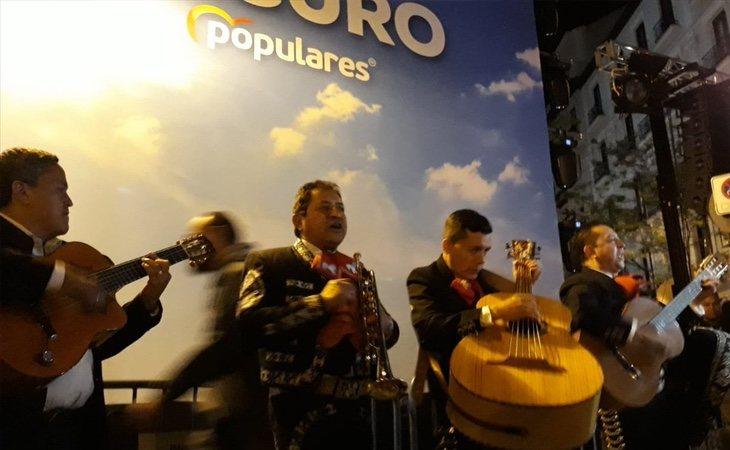 Una banda de mariachis contratada por Forocoches le canta a Pablo Casado