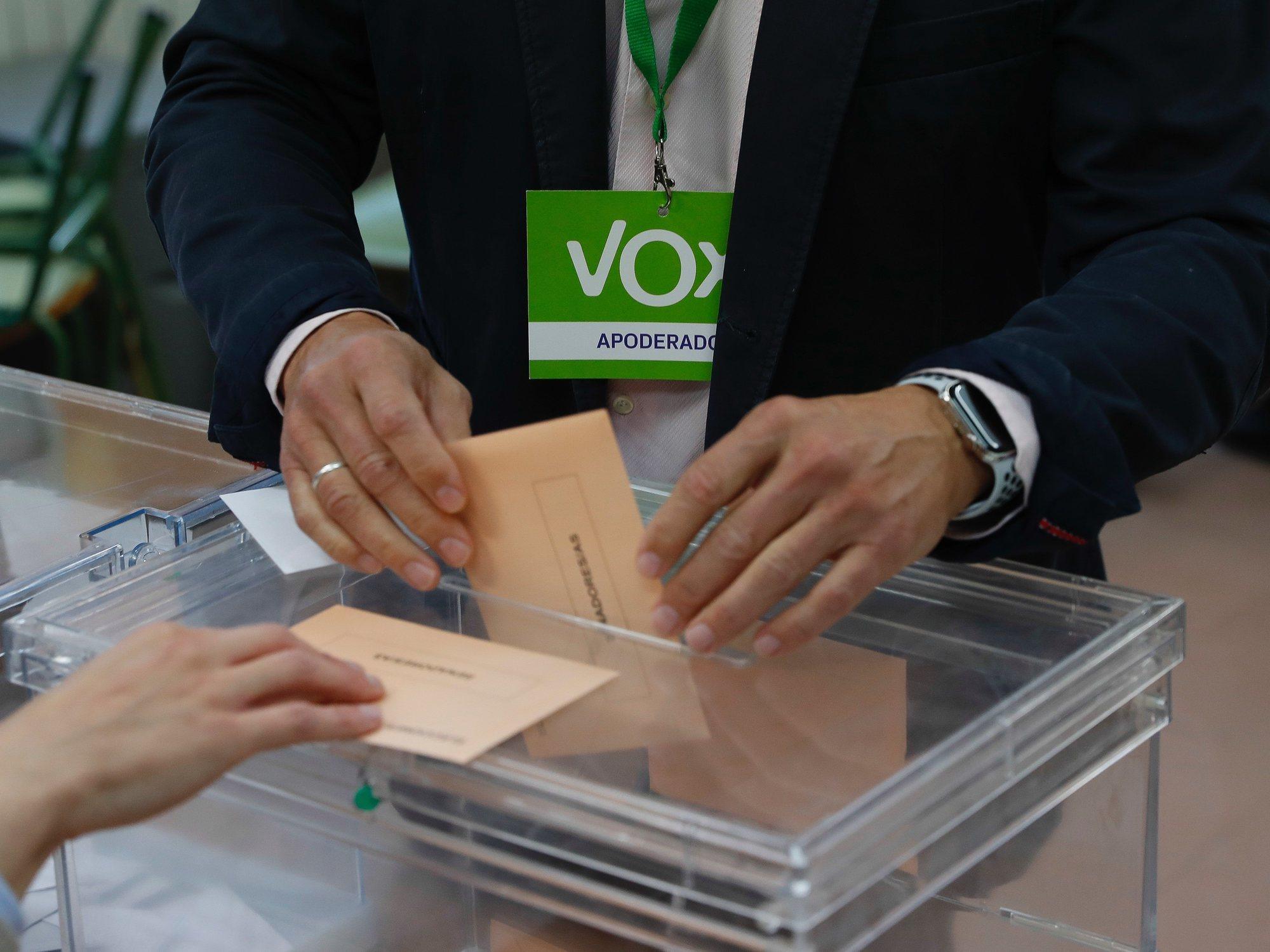 Una mujer denuncia ante la Junta que su voto por correo llegó con las casillas de VOX marcadas