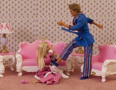 Retiran una exposición donde se representaban escenas de violencia machista con Barbies