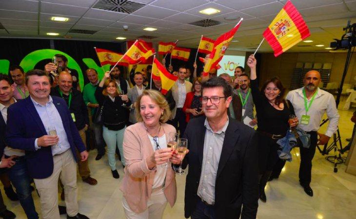 Los dirigentes de VOX Murcia celebrando sus escaños