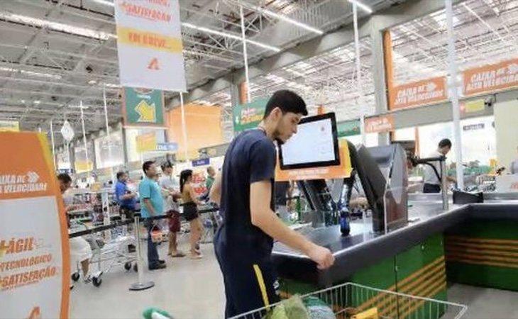 Carrefour ya prueba cajas de autocobro de alta velocidad en Brasil para sustituir a todos sus cajeros