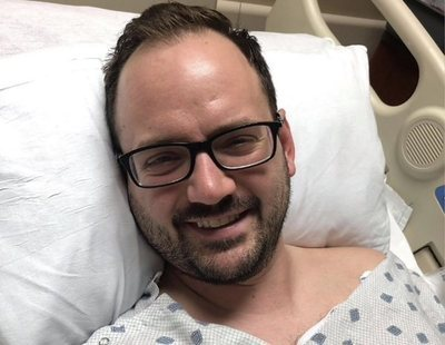 Sufre un derrame cerebral después de intentar estirar el cuello y desgarrarse una arteria