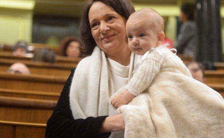 Bescansa acudió con su bebé recién nacido al Congreso
