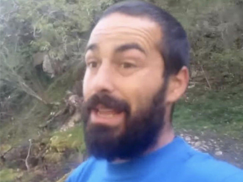 Un ganadero youtuber se cabrea por el cierre de un gallinero que molestaba a los turistas