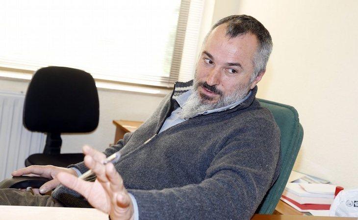El profesor Luciano Méndez, detenido en Teo por violencia machista - La Voz de Galicia