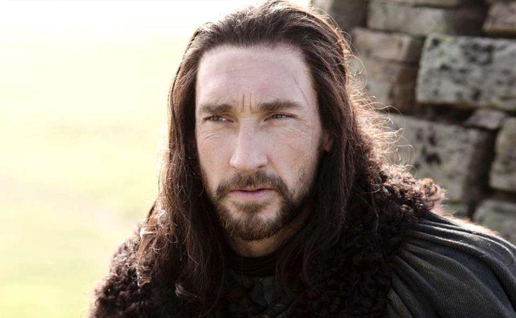 Benjen Stark se enfrentó a los Caminantes Blancos para salvar a sus sobrinos