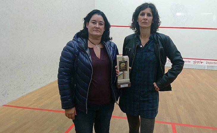 Maribel Toyos, vocal de la Junta de la Federación, y Elisabeth Sadó, campeona de Squash y ganadora del premio sexista