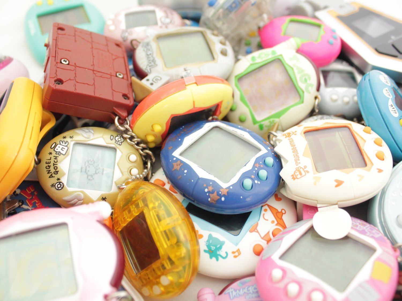 Vuelven los Tamagotchi, ahora en color, con hijos y una app para el móvil