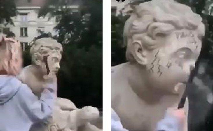 Momento en el que la influencer destrozó la estatua