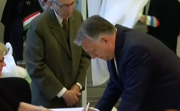 El presidente de Hungría y líder del ultraderechista Fidesz, Viktor Orbán, ha sido uno de los primeros líderes europeos en votar. Es el referente ...