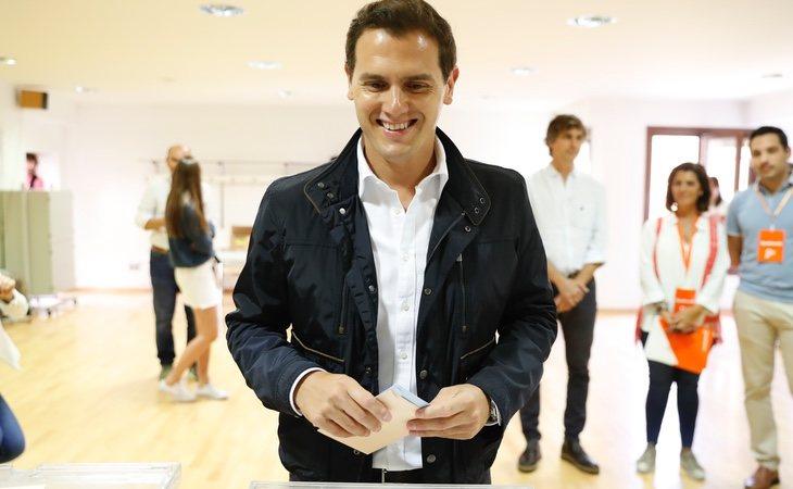 Albert Rivera vota en su colegio de Pozuelo de Alarcón
