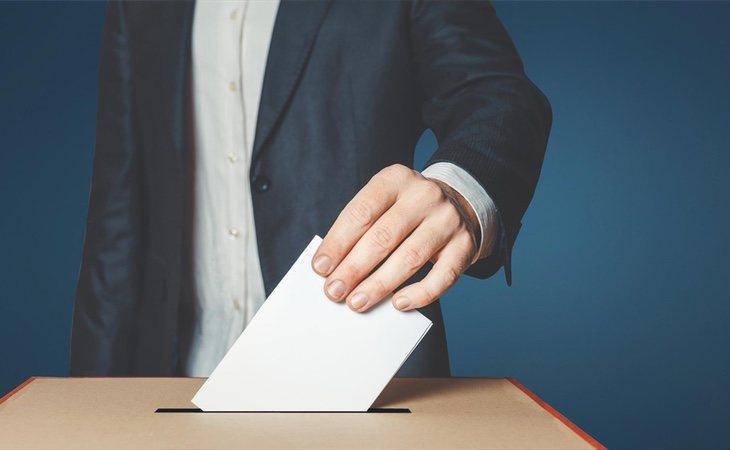 La participación en las municipales se mantiene prácticamente igual que en 2015 y muy inferior a las pasadas elecciones generales, lo que beneficia ...