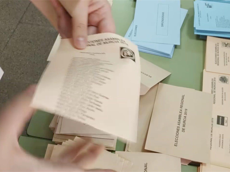 Aparecen sobres con papeletas del PP en su interior en un colegio murciano