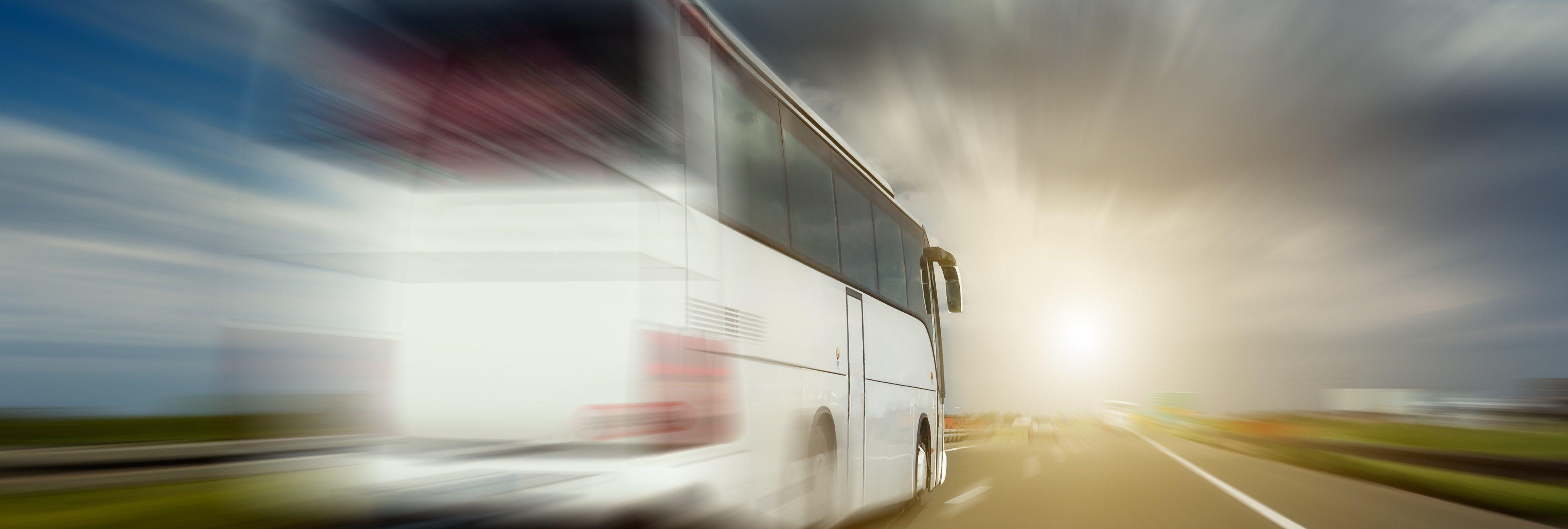 Detenido tras robar un autobús completamente ebrio y estamparlo contra un coche