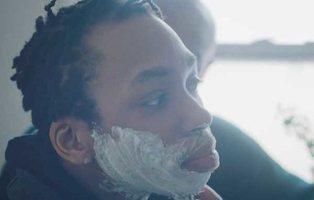 Gillette emociona al mundo con el anuncio del primer afeitado de un chico transexual