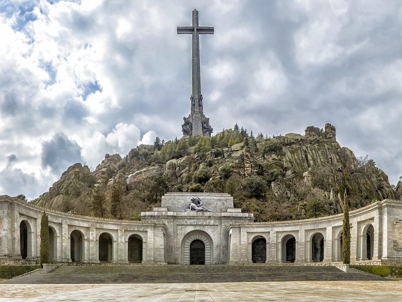 La familia de Franco busca retrasar su exhumación mientras el Gobierno ya prepara el nicho