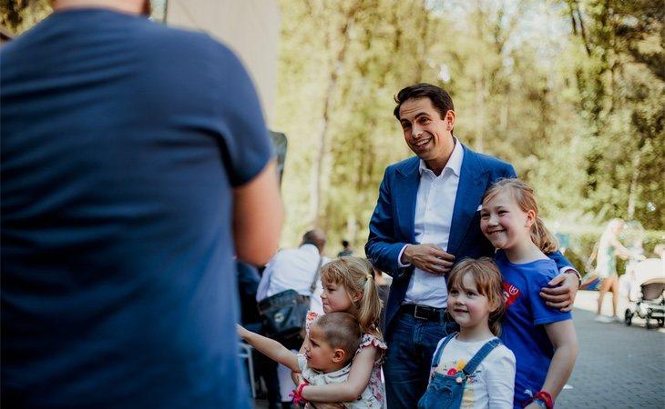 El partido liderado por Tom van Grieken obtuvo tres escaños en cada Parlamento | BELGA