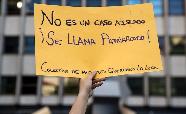 Un cartel de una concentración contra el acoso machista como el que sufrió Verónica