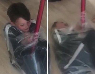 #VacuumChallenge: el reto viral que consiste en envasarse al vacío en una bolsa de basura