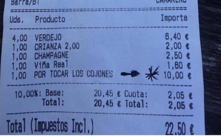 El ticket del bar con la multa por 'tocar los cojones'