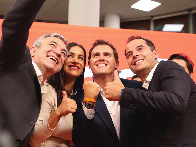 Ciudadanos quita el veto a VOX en Madrid: Aguado y Monasterio se reúnen para negociar