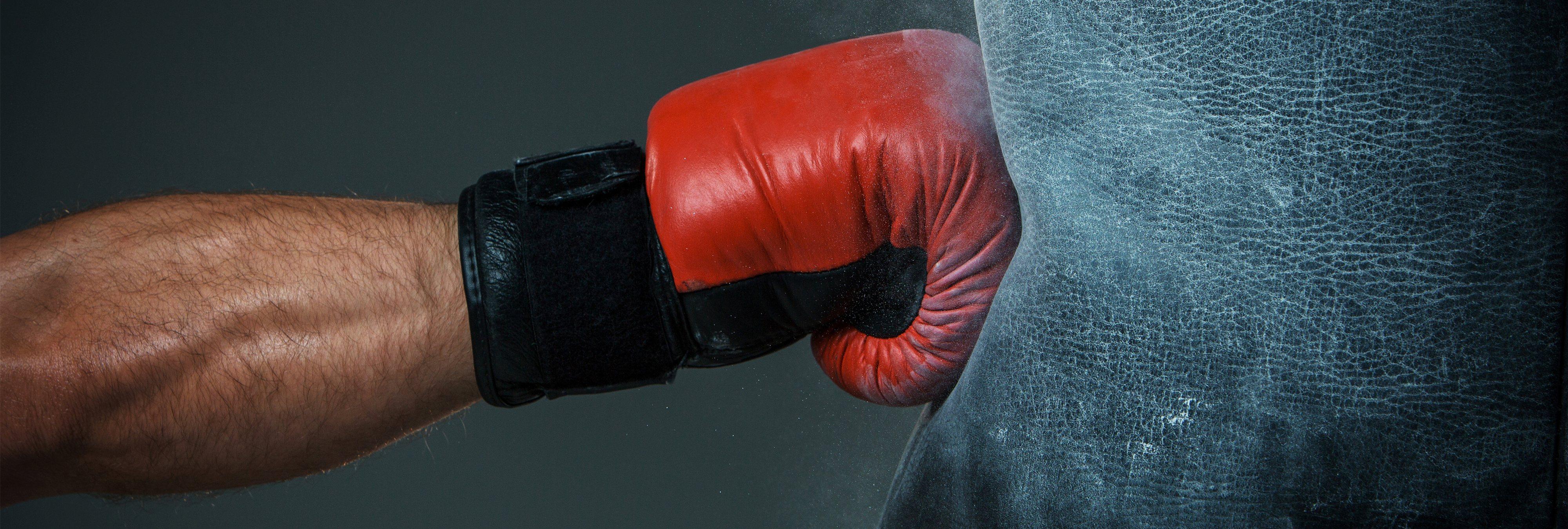 Instalan en las calles de Nueva York sacos de boxeo para descargar la ira