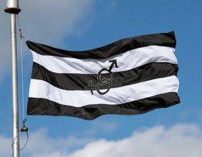 Un grupo homófobo lanza la bandera del 'Orgullo Hetero'