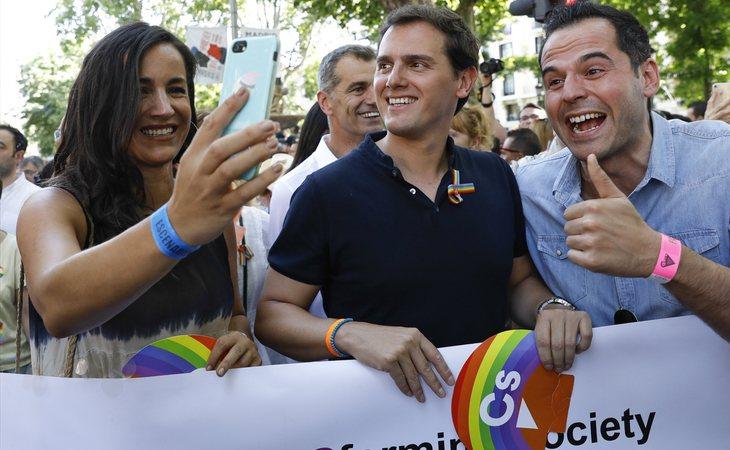 Begoña Villacís, Albert Rivera e Ignacio Aguado en el Orgullo LGTBI