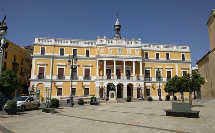 Protestas frente al Ayuntamiento de Badajoz en rechazo al pacto PP-Cs