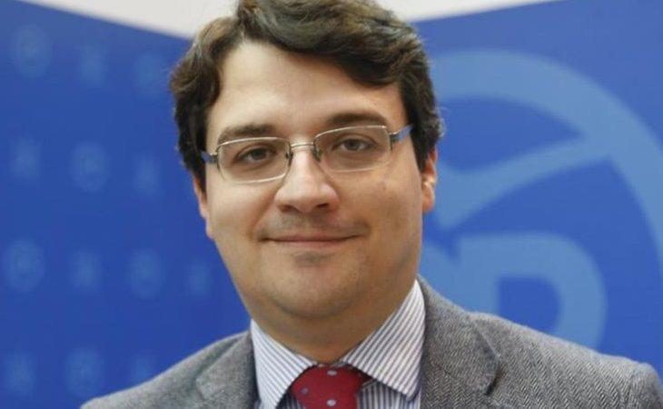 José María Bellido (PP) se hace con la alcaldía de Córdoba con el apoyo de Cs y la abstención de VOX