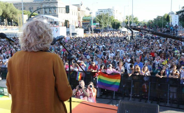 Manuela Carmena en la manifestación del Orgullo LGTBI de 2017