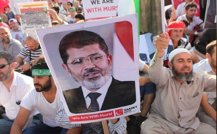 Manifestación en apoyo a Mohamed Morsi celebrada en Estambul