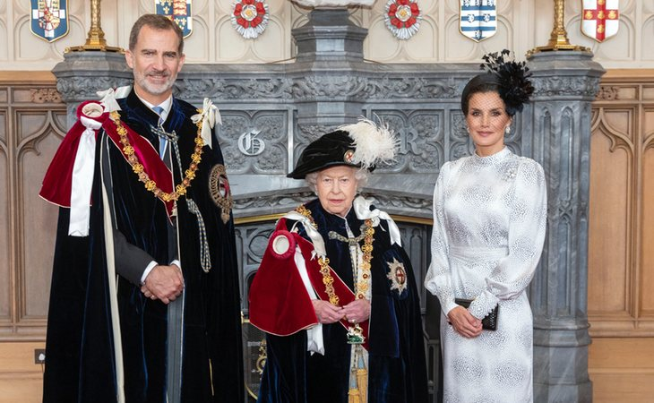 Los reyes de España, Felipe VI y doña Letizia, junto a la monarca británica Isabel II