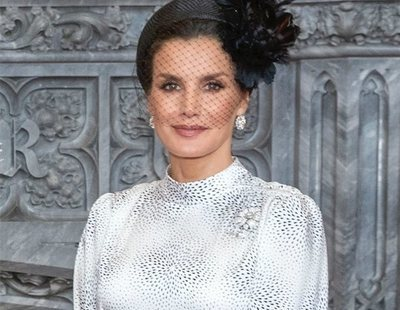 El precio y dónde puedes encontrar el vestido que la reina Letizia ha lucido en Londres