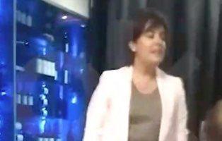 Soraya huye a toda prisa de un restaurante tras ser 'cazada' con un conocido dirigente popular