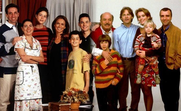 Protagonistas de 'Médico de familia' (izq.) y los protagonistas de la versión italiana (der.)