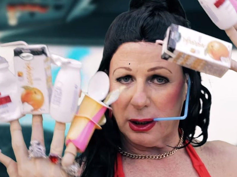 'Con basura': Los Morancos parodian a Rosalía para denunciar el uso del plástico