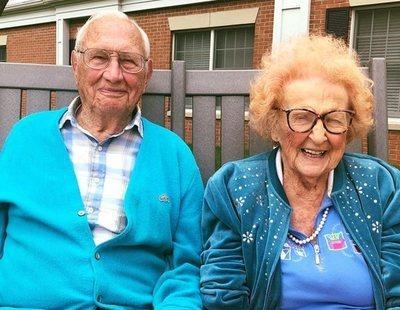 La entrañable historia de una pareja que se ha conocido y casado a sus 100 años de edad