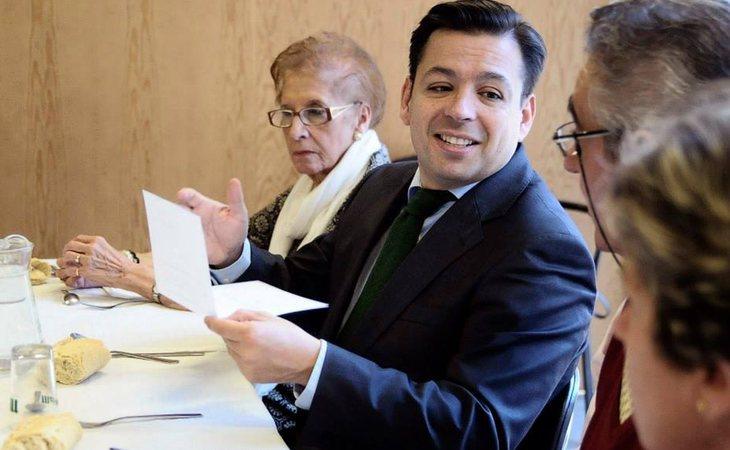 El acusado niega que las firmas que figuran en unas facturas que suman casi 80.000 euros sean suyas